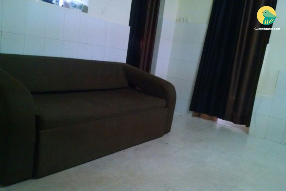 Cosy 2 BHK apartment for four