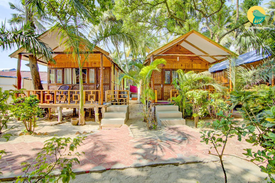 Beach-side room in a thatched-roof cottage, 750 m from Palolem beach