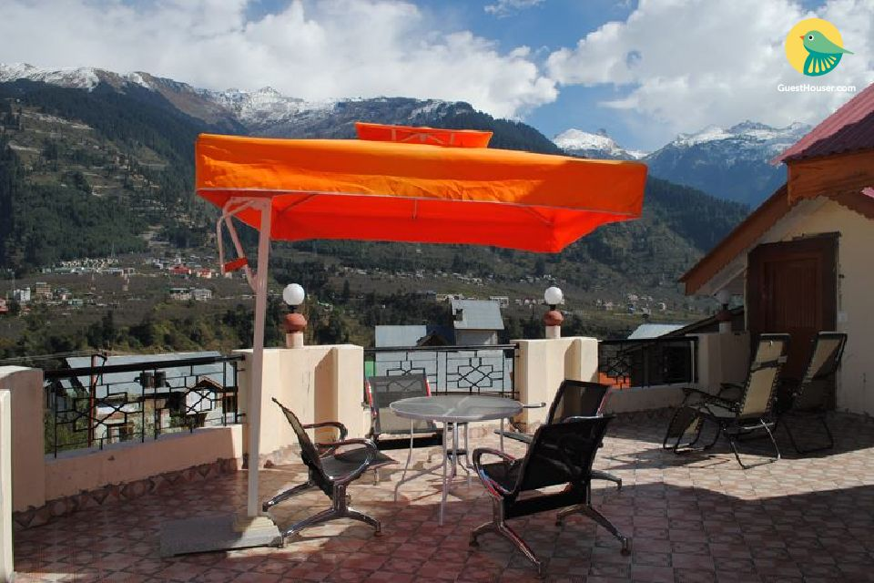 Luxurious stay with beautiful panoramic view of Manali