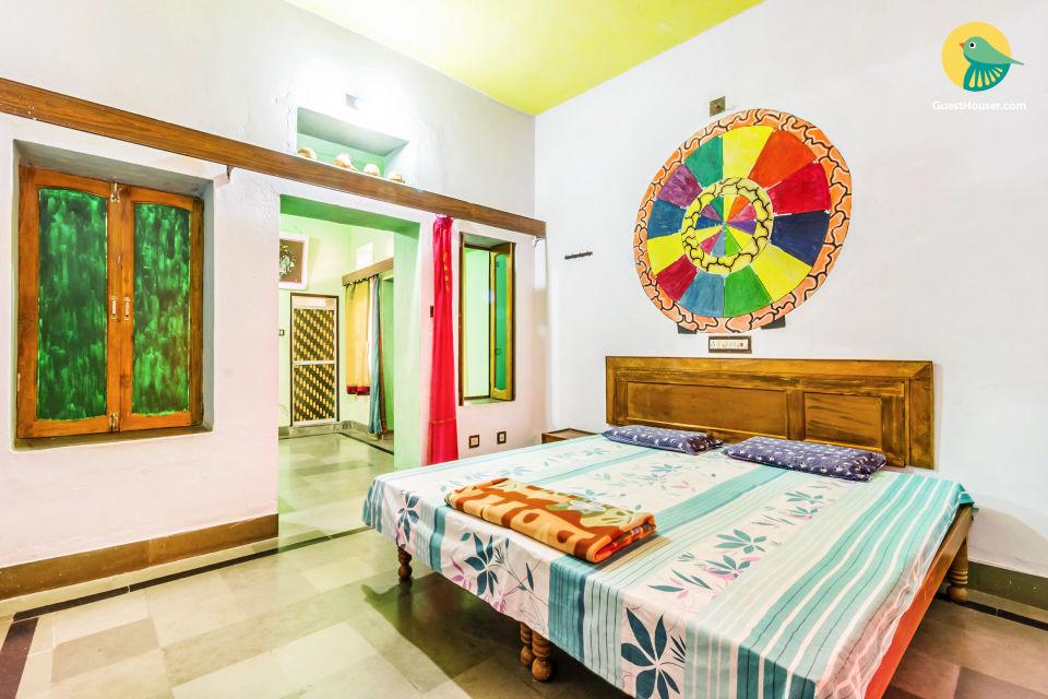Vibrant room for 3, near Pushkar Palace