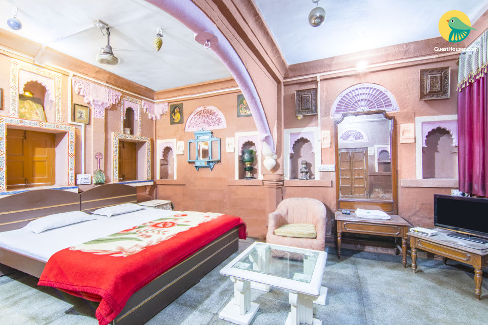 Heritage stay for three, 250 m from Mehrangarh Fort