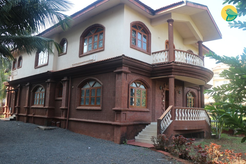 Romantic yet homely abode, 1.6 km from Candolim beach