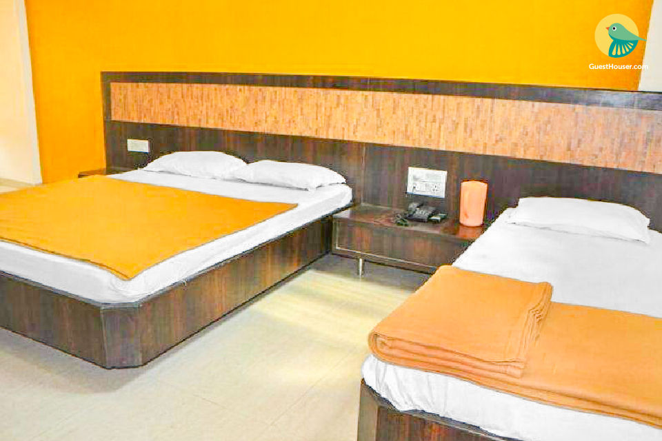 Budget room for 3, near Shirdi Railway Station