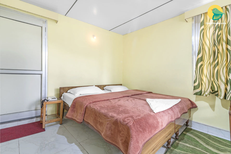 Well-furnished room for a backpacker, close to Naini Lake