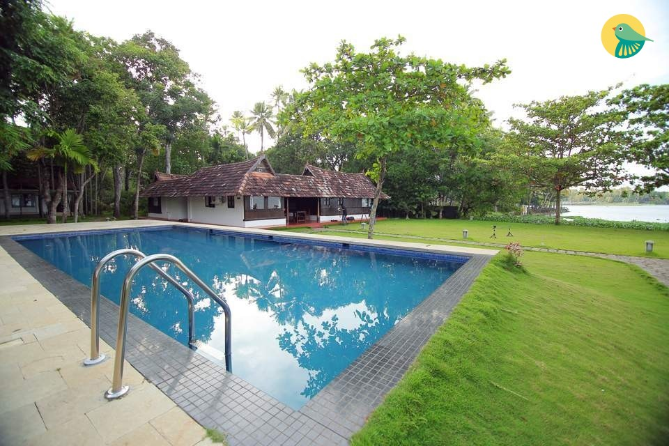 Compact Wooden Room in Luxurious Traditional Bungalow with a Pool and Lake