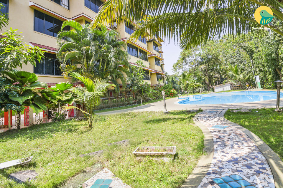 Well-appointed 1 BHK with a pool, 1.1 km from Vagator Beach