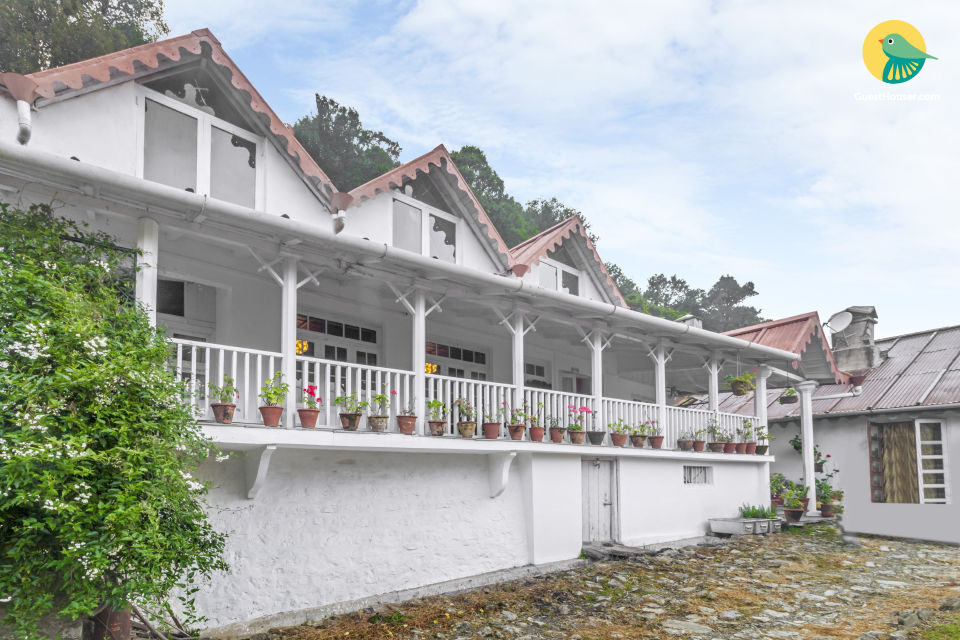 Alluring family retreat by the woods, 850 m from Cave Garden