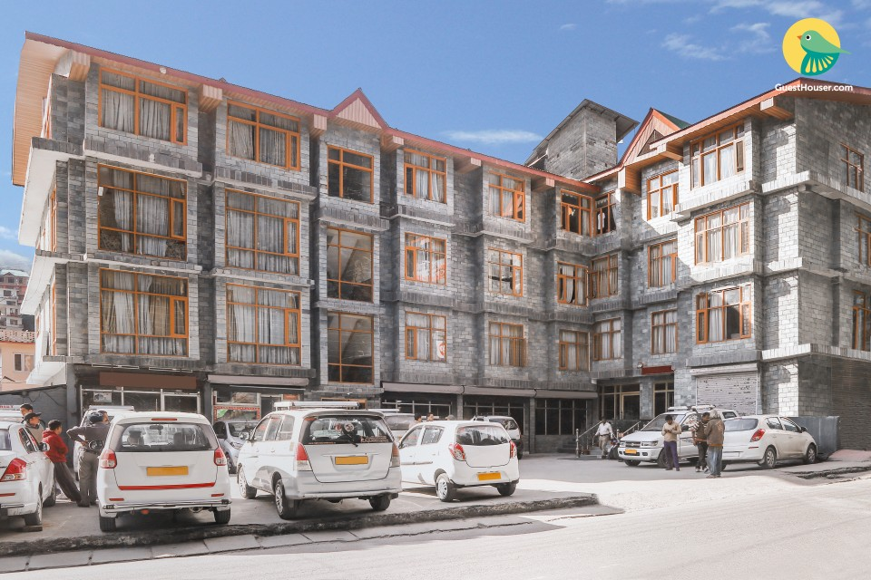 Archetypal hilly stay for three, stone's throw away from Mall Road