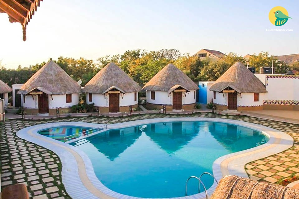 Pretty cottages with sharing pool