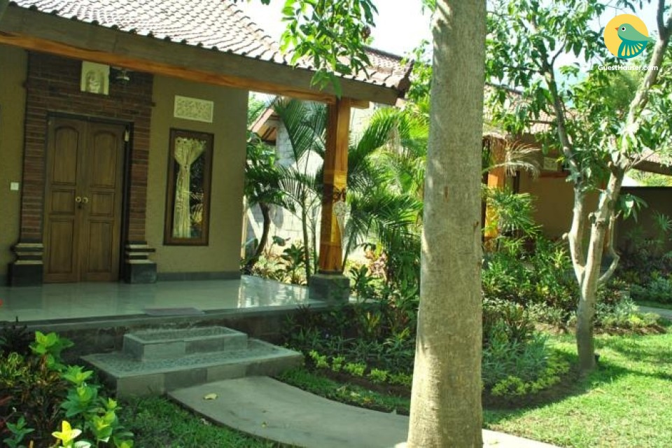 Contemporary 3 bedroom stay surrounded by greenery