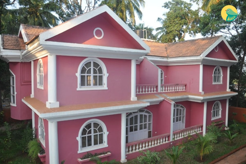 Comfortable 3-BR villa with a shared pool