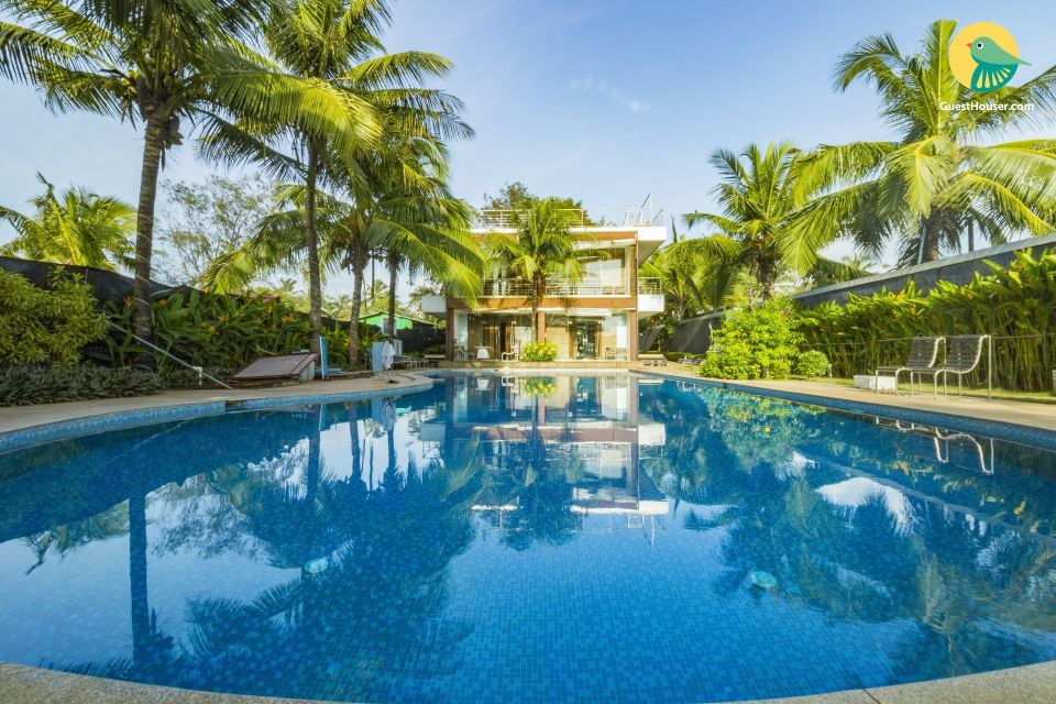 Sea-facing luxurious abode for 3, near Candolim Beach
