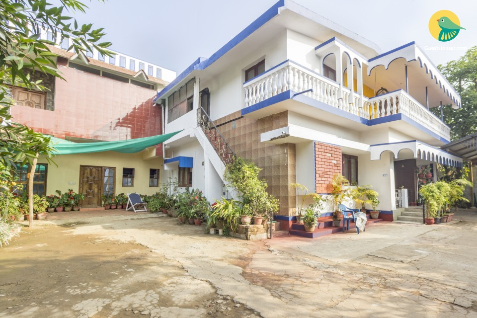 Room in a shared homestay for 3, near Madikeri Fort
