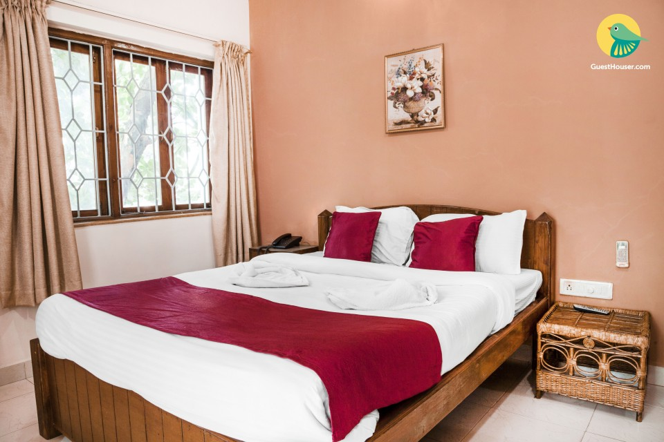 Lavishly furnished stay for two, 1.9 km from Candolim beach