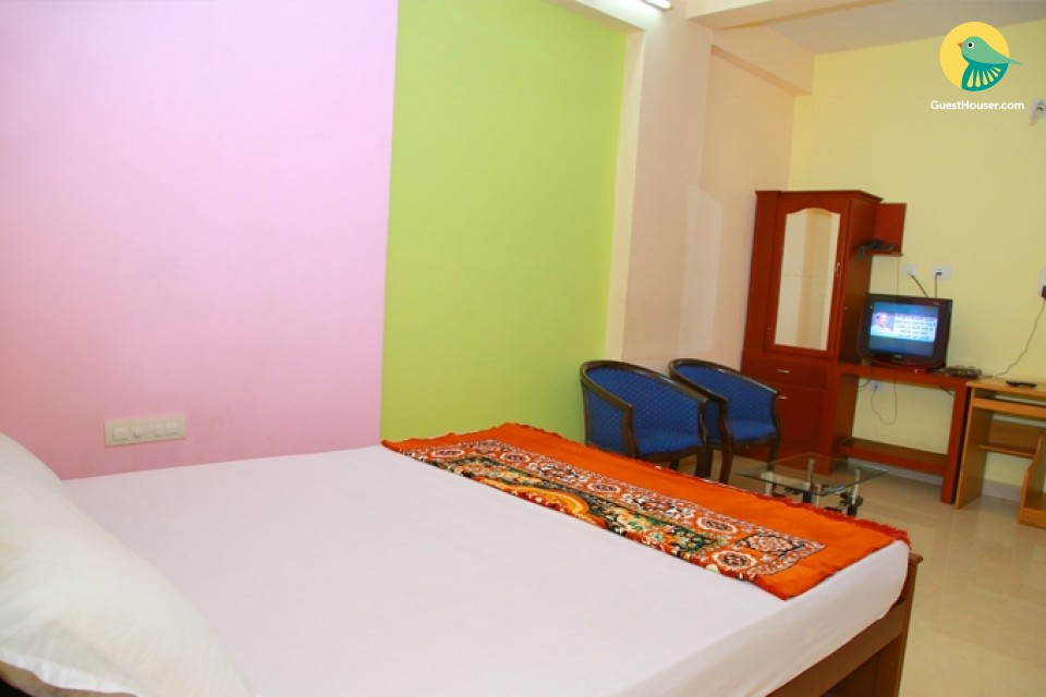 Spacious Simple Room near Cochin Airport