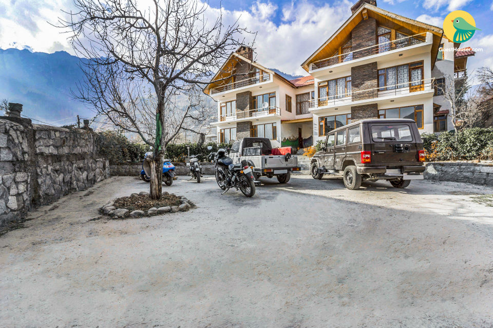 Elegant boutique room for 3, near Old Manali