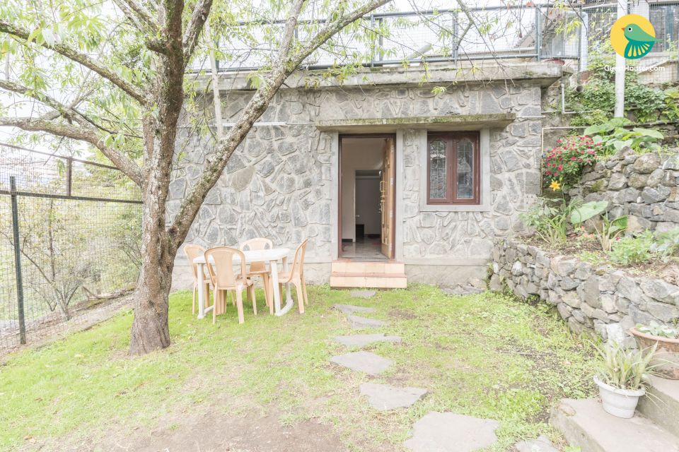 Homely stay with a well-tended garden, near a temple