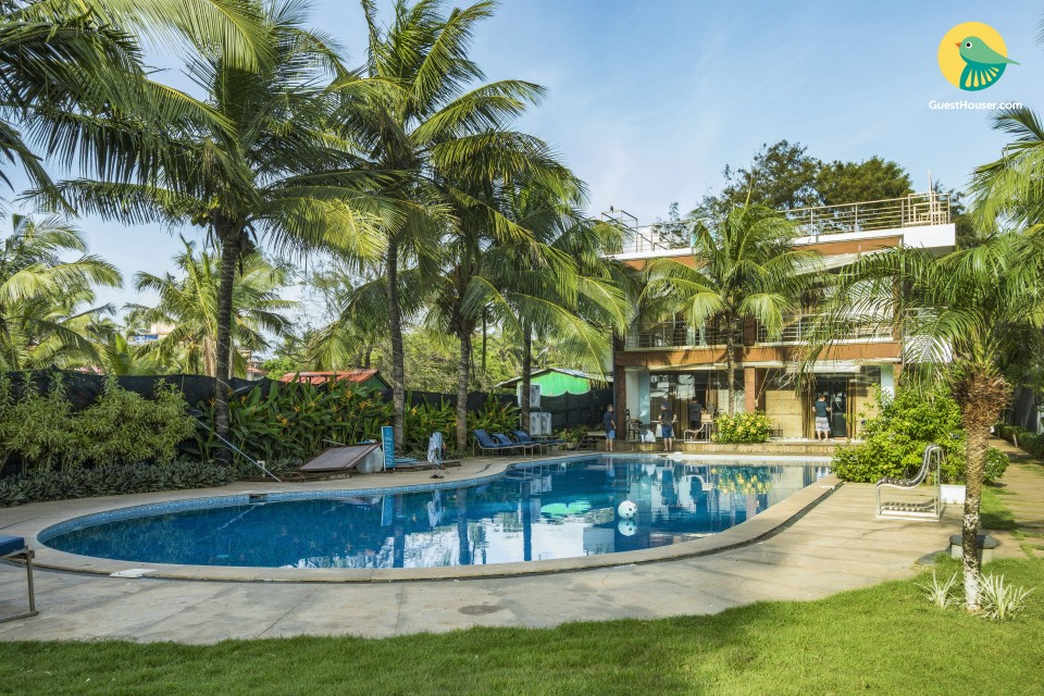 Contemporary villa for three, 230 m from Candolim Beach