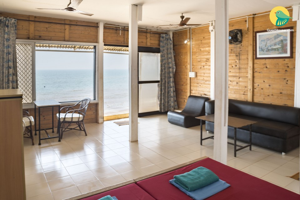 Single boutique stay room on Varca beach
