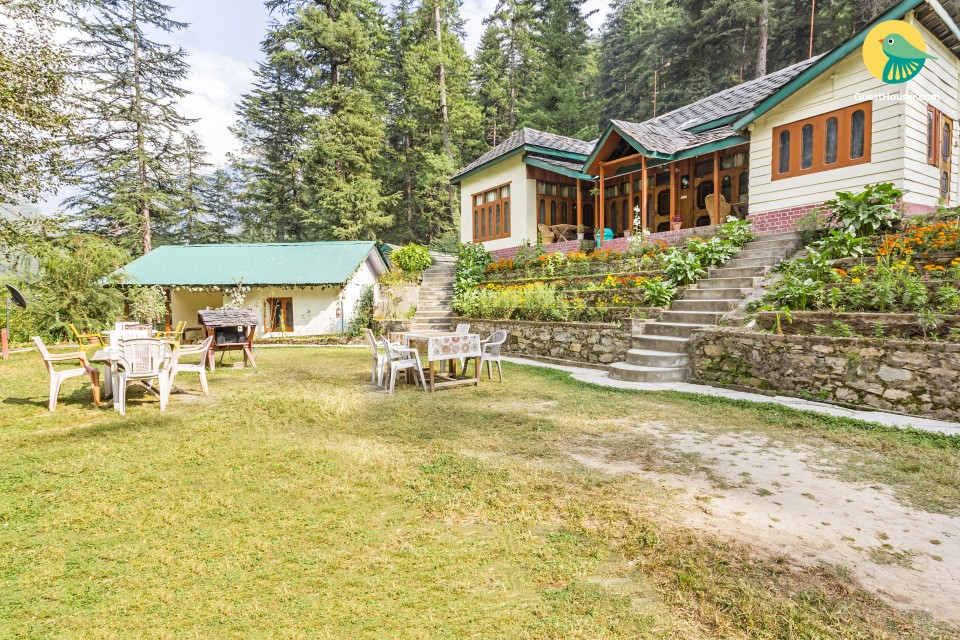Commodious 3-bedroom cottage, 200 m from Chalal Trek Trail
