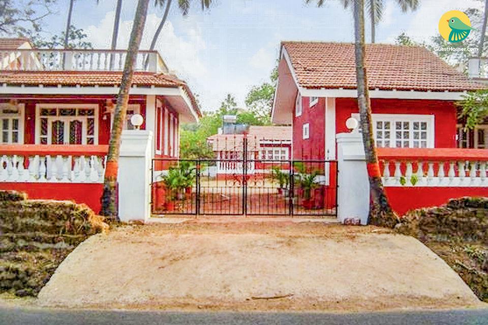 Family room in a traditional Goan villa, 1 km from Anjuna Beach