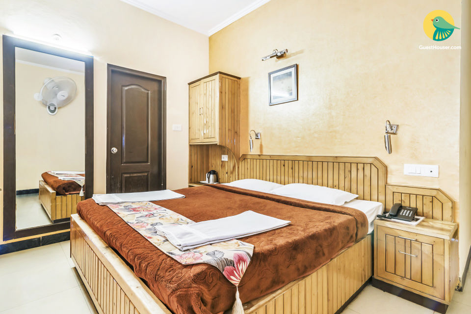 Homely retreat for three, close to Himachal State Museum