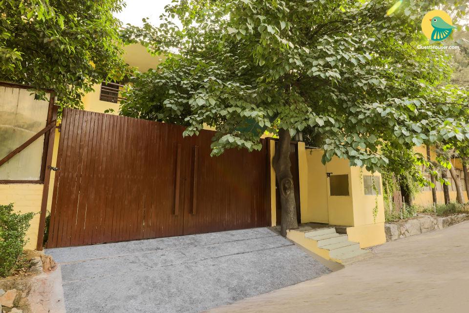 Serviced 4-bedroom bungalow, near IGI Airport