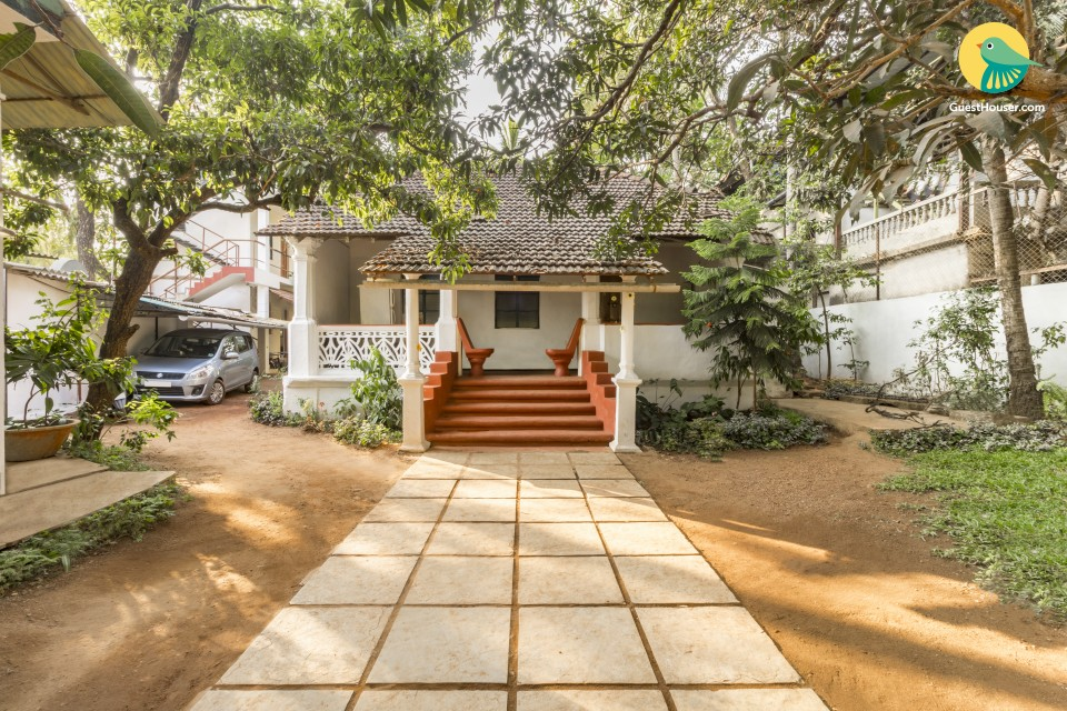 Rustic stay for backpackers, 1.9 km from Anjuna Beach