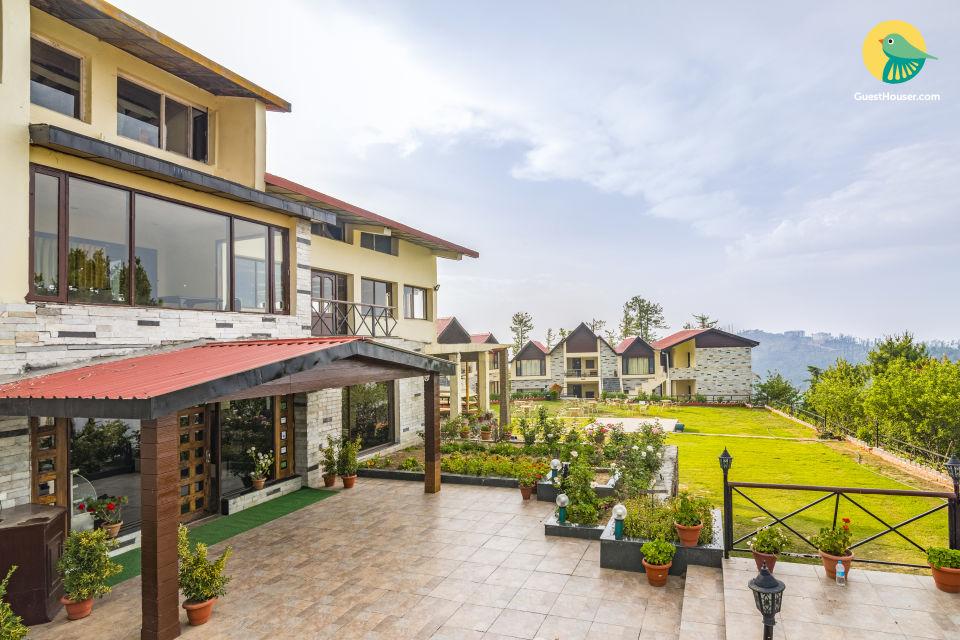 Elegant cottage room, ideal a rejuvenating retreat