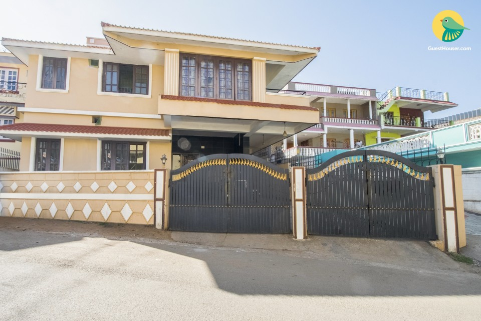 3-BR homely abode, 450 m from Stone House