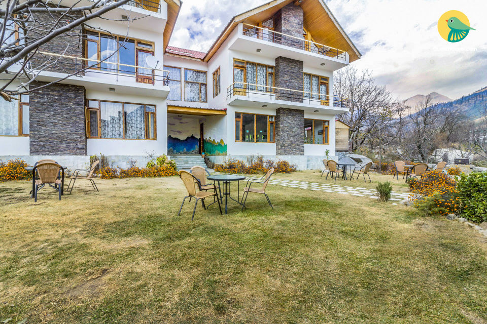 Lavish boutique room for two, 1 km from Beas River
