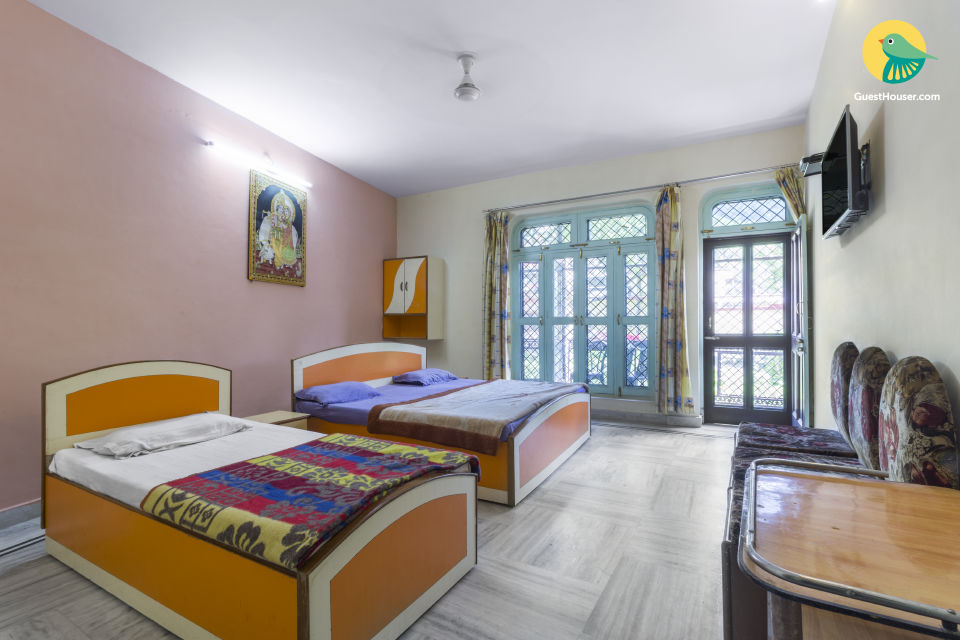 Well-appointed room for 3, near Lakshman Jhula