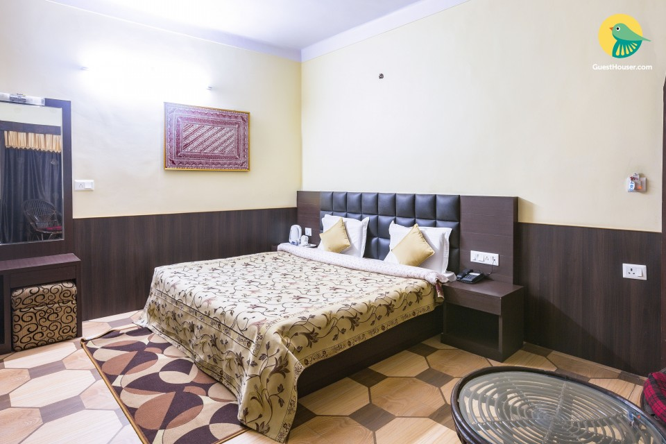 Well-appointed room for 3, 650 m from Mall Road