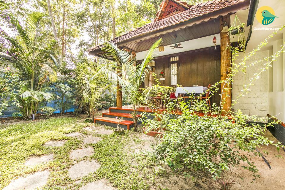 Elegant cottage room for three, near Marari Beach