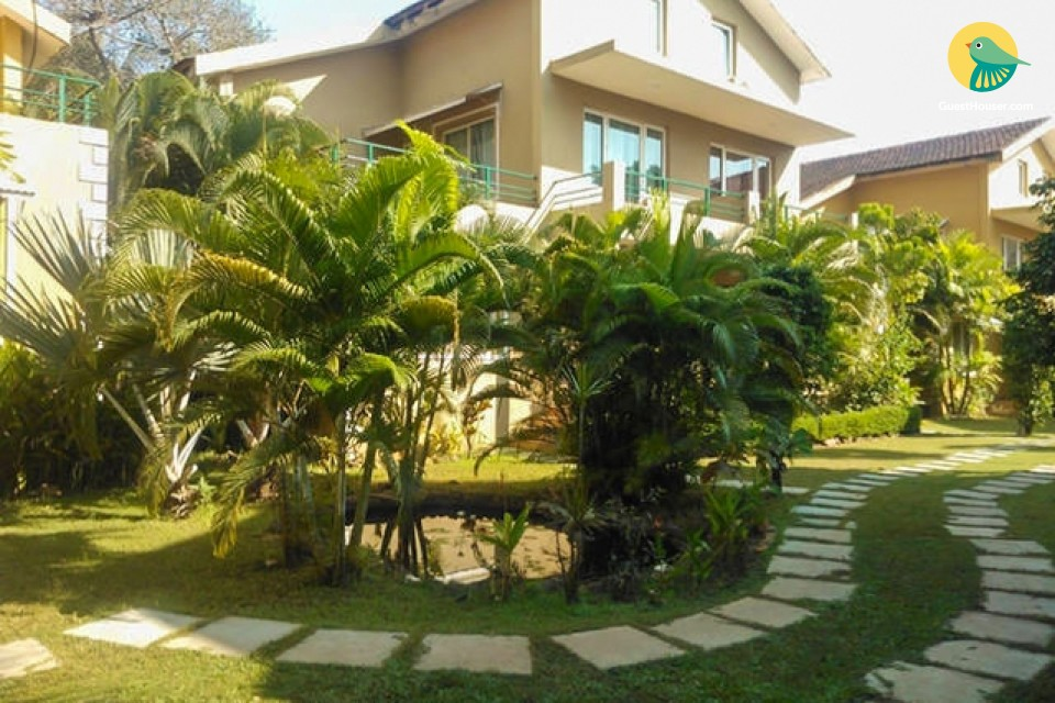 3-BR villa with a shared pool
