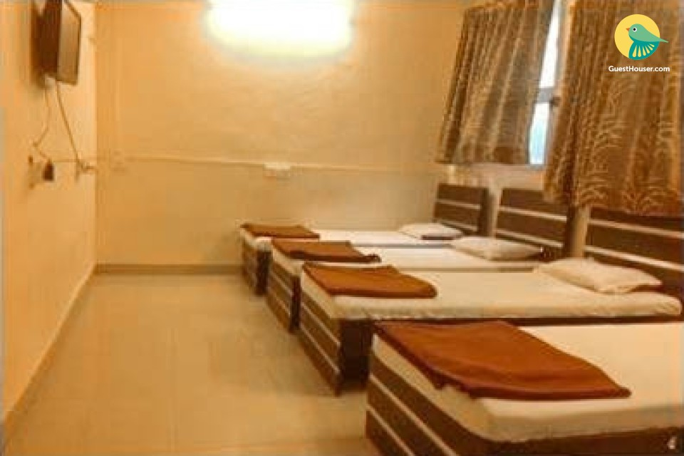 1 bedroom guest house; accommodates 4 guests