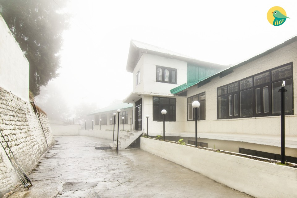 A serene stay for 3, with a beautiful hilly view