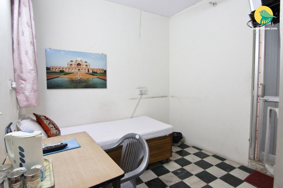 Awesome Single AC room for single stay