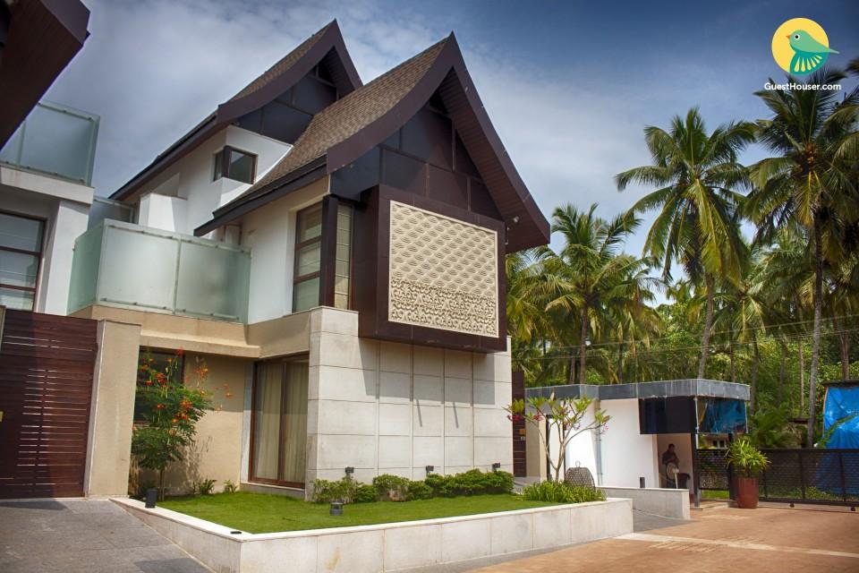 Contemporary 4 Bedroom Luxurious Villa in North Goa