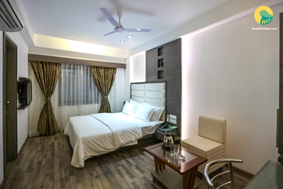 Well-furnished room, ideal for leisure travellers