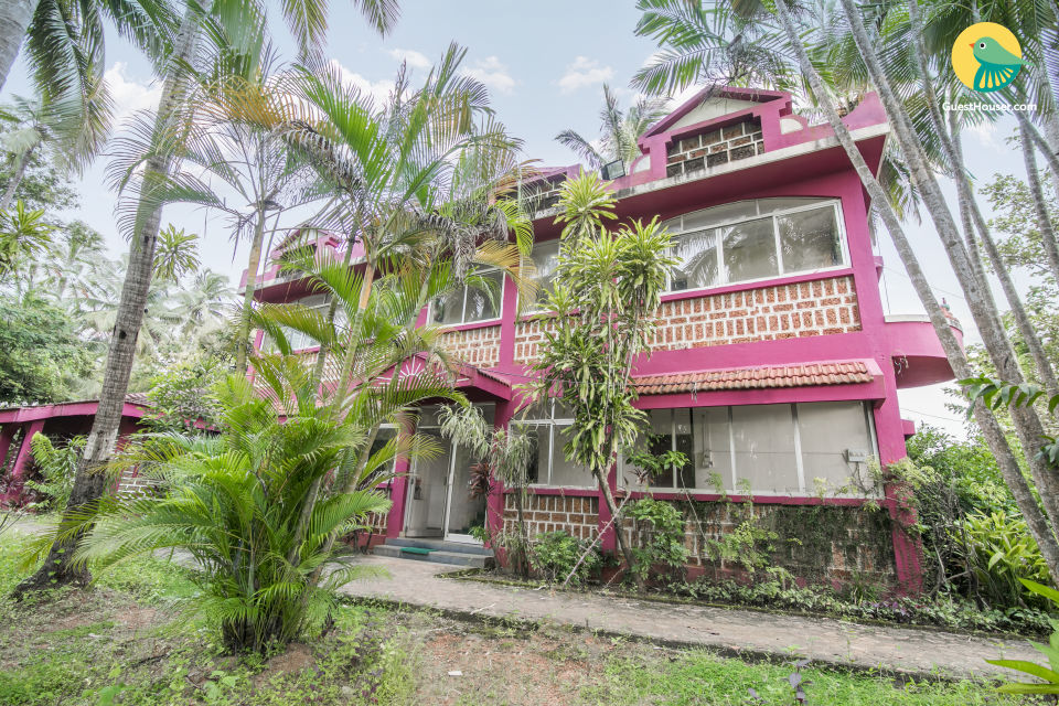Vibrant stay for three, 450 m away from Sunset beach