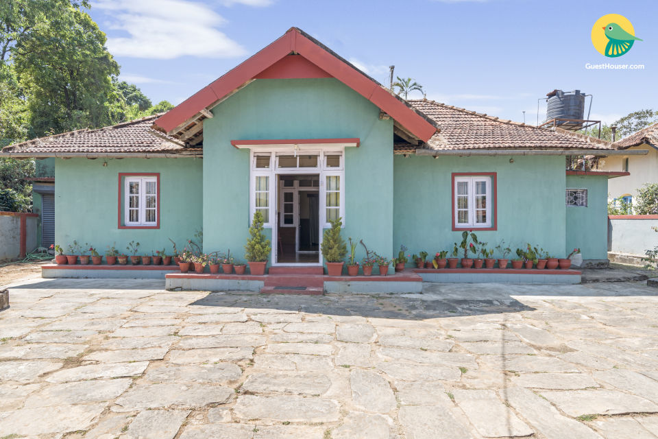 Rustic 5-BR abode for a large group, close to Madikeri Fort