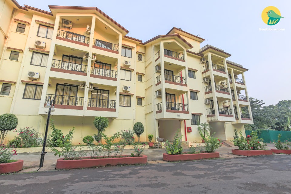 Elegant 2 BHK with a shared pool and a swim-up bar