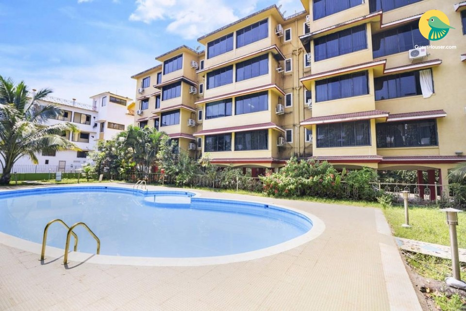 Well-furnished room with a pool, near Vagator Beach