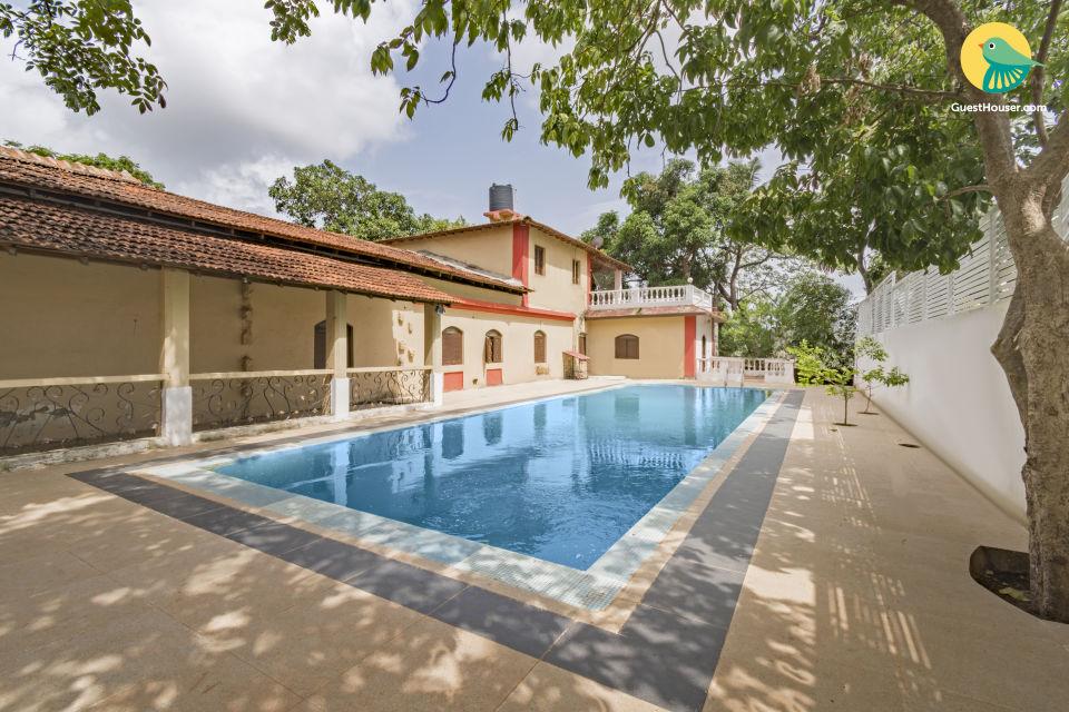 Luxurious 4-bedroom pool villa, near Baga Beach