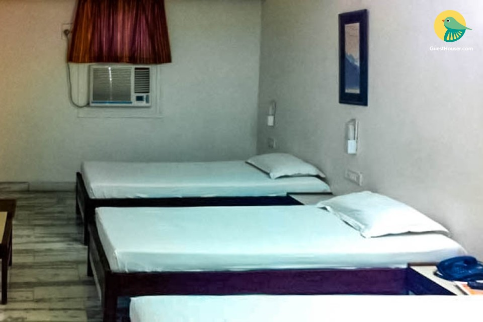 Stay in Beautiful 3 bedded Room