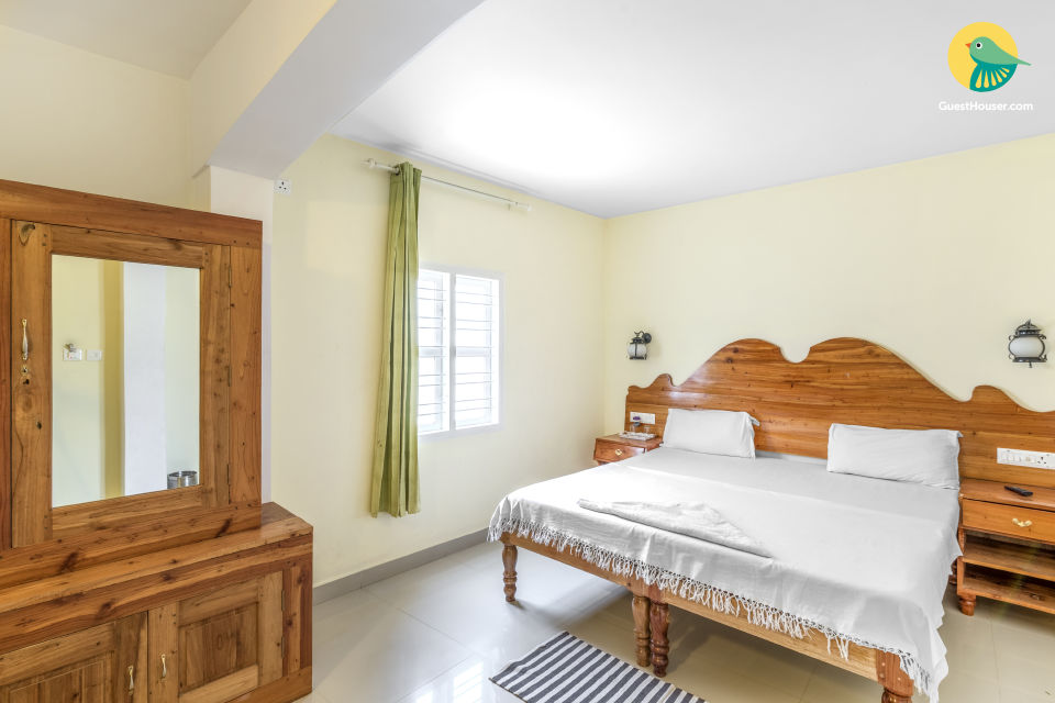 A relaxing budget stay for two in Kumily