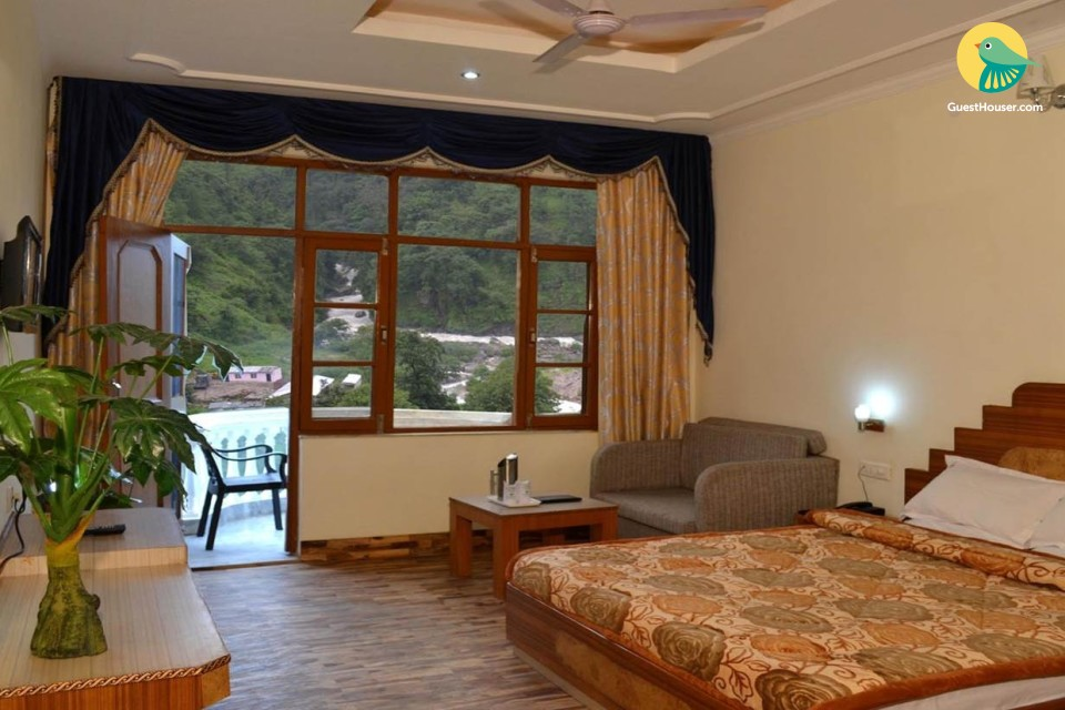 Modern amenities and classic elegance Rooms