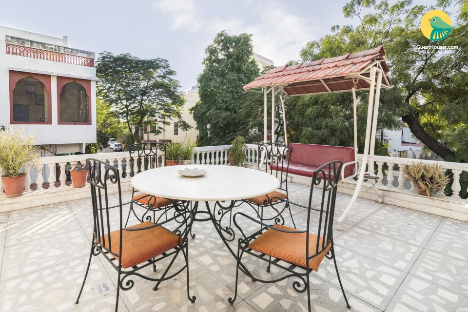 Well-furnished room in a homestay, near Statue Circle