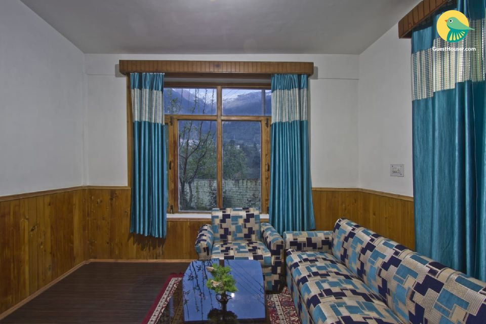 Lavish Cottage Nestled in the Mountains near Mall Road (2 km).